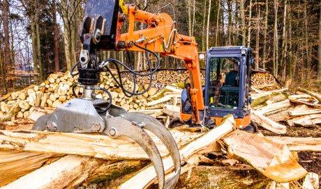 Réparation de tracteur forestier à Gueugnon